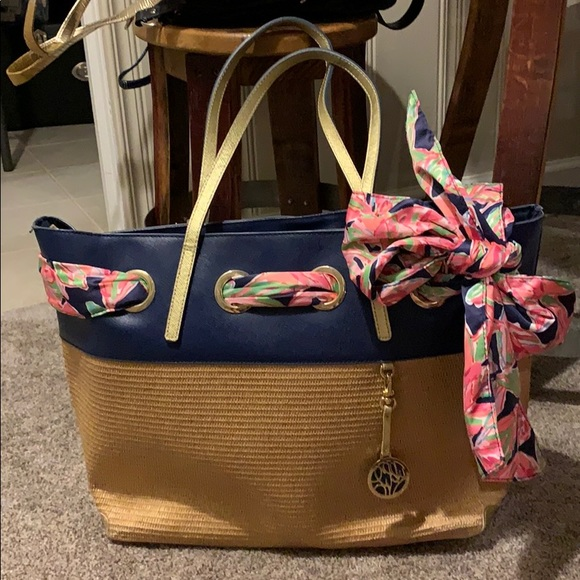 Lilly Pulitzer Handbags - Lilly Pulitzer Straw & Leather Bow Tote